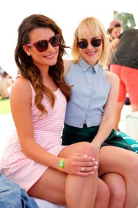 lea-and-jena-Vogue-14Apr14-PR_b_426x639